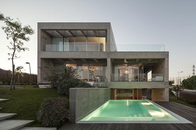 Casa estilo moderno com concreto como destaque