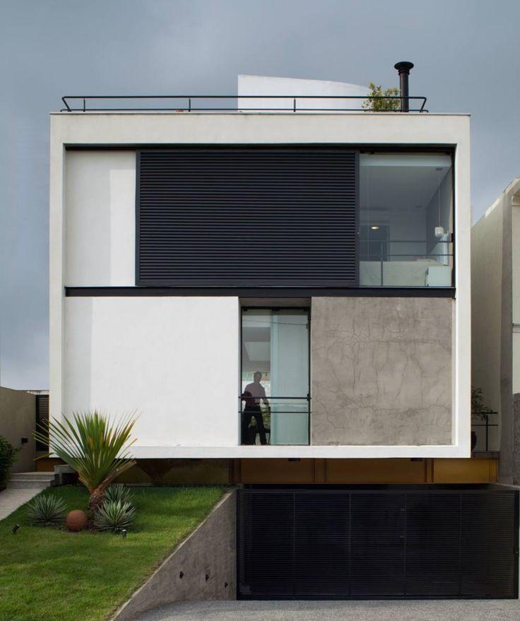 Casa cubo trouxe o branco, preto e o concreto aparente como itens principais.