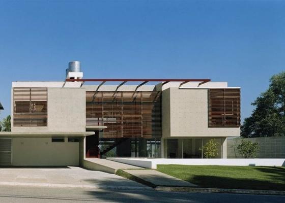 Fachada de casa: Madeira e concreto - dupla infalível em casas projetadas com estilo moderno.