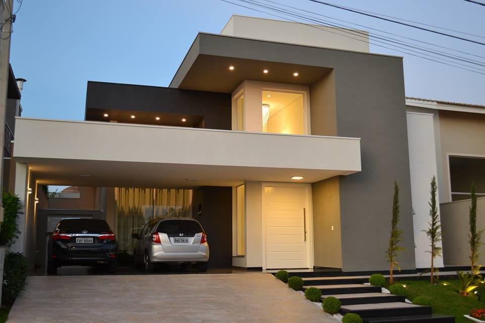 Os arquitetos brincaram coma  volumetria nesse projeto de fachada de casa.