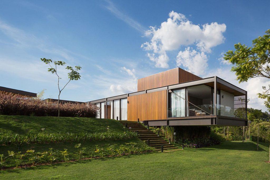 Casa com arquitetura em balanço.