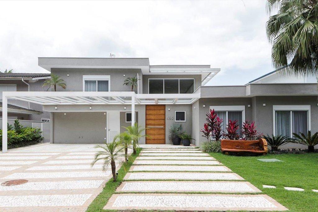 Casa com estilo contemporâneo no litoral paulista.