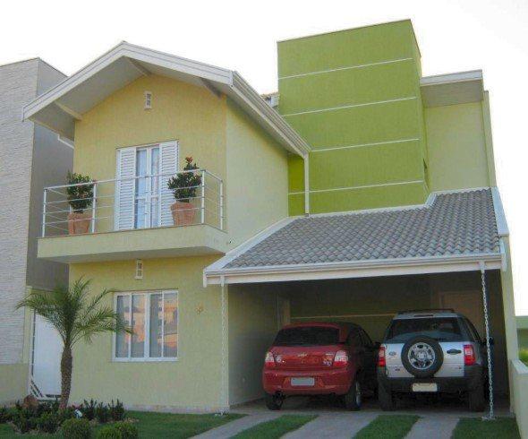 Fachada de casa com dois tons de verde.