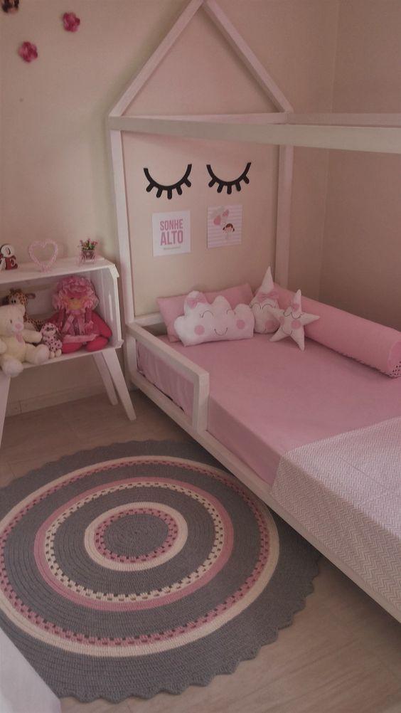 Tapete de barbante em rosa, rosa-claro e cinza.