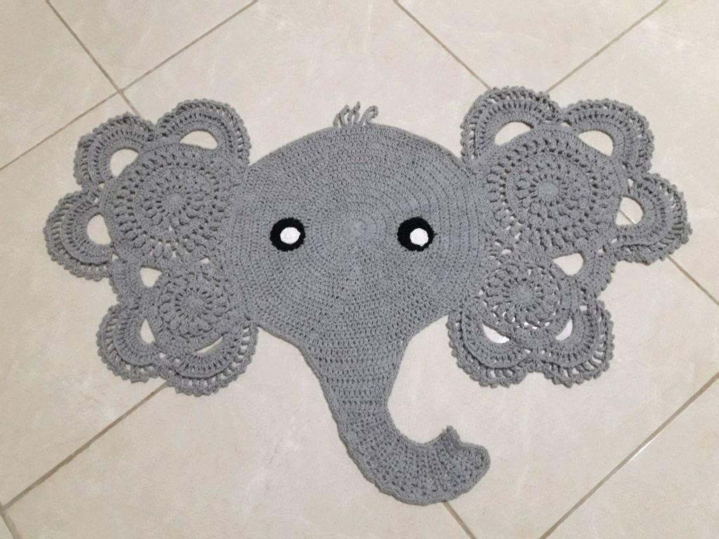 Tapete de barbante em formato de elefante.