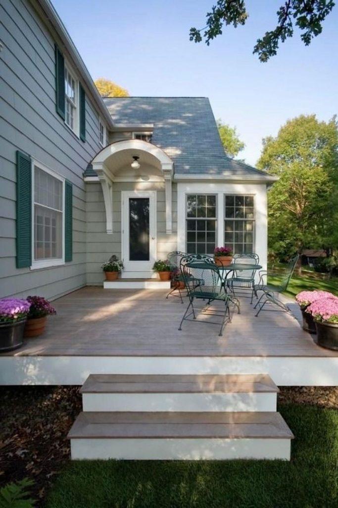 Varanda exterior de casa modelo tradicional.