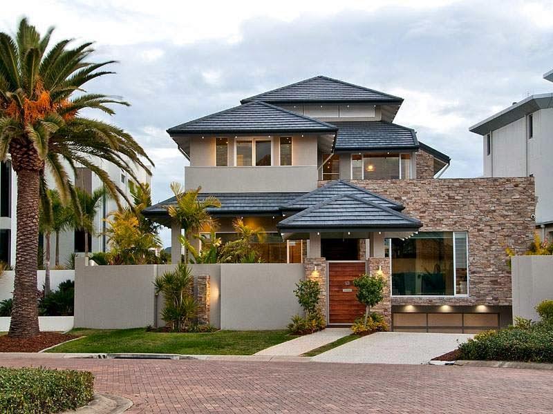 Casa com três andares.