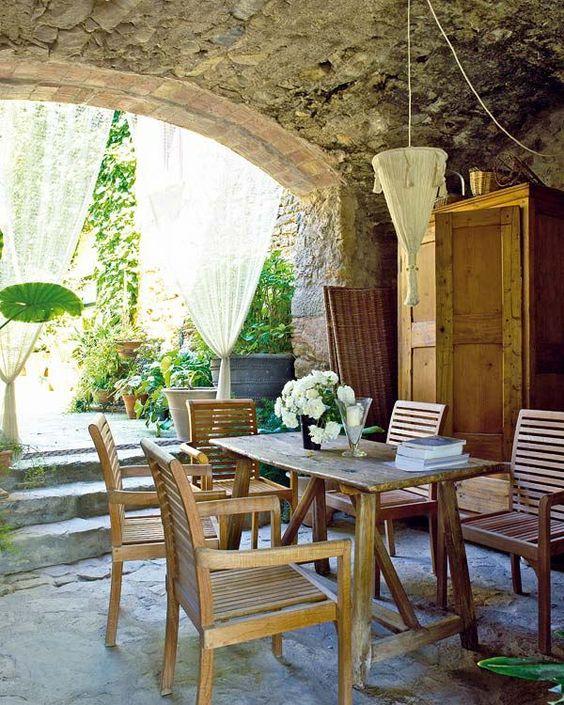 espaço gourmet com decoração antiga