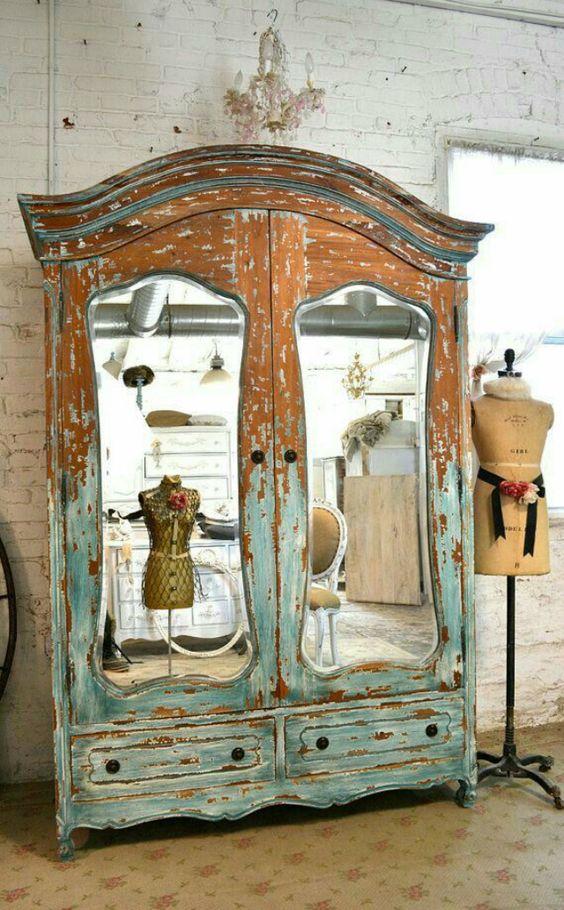 armário espelhado em portas duplas