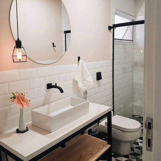 Cuba de apoio garante um visual moderninho ao banheiro.