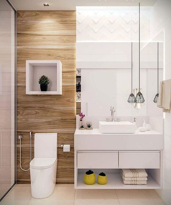 Banheiro moderno com mistura de revestimentos.