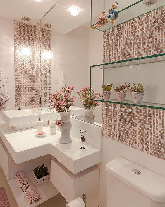 Pastilhas de vidro são perfeitas para os banheiros.