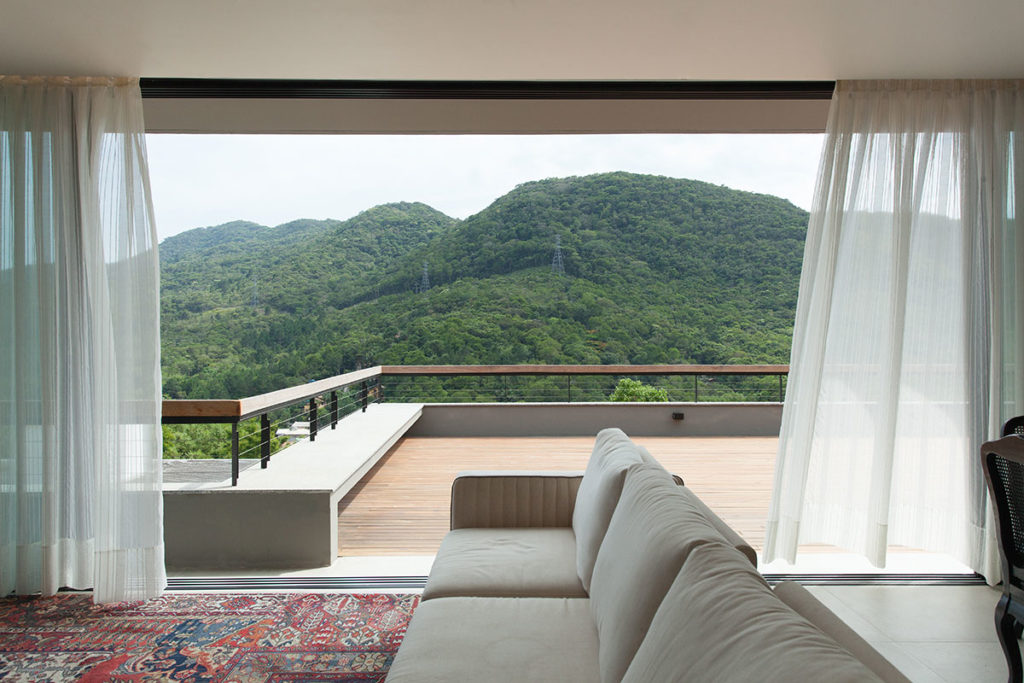 Casa moderna no campo tem arquitetura de tirar o fôlego.