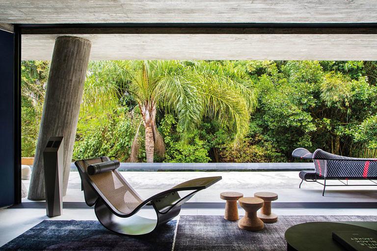 A chaise-longue Rio, assinada pelo ícone Oscar Niemeyer.