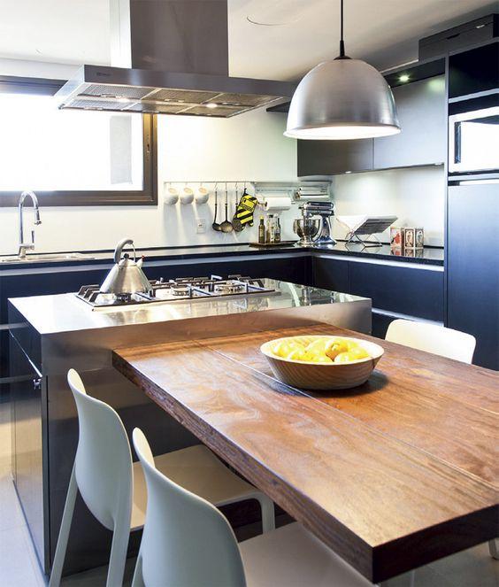 Cozinhas modernas trazem o aço escovado.
