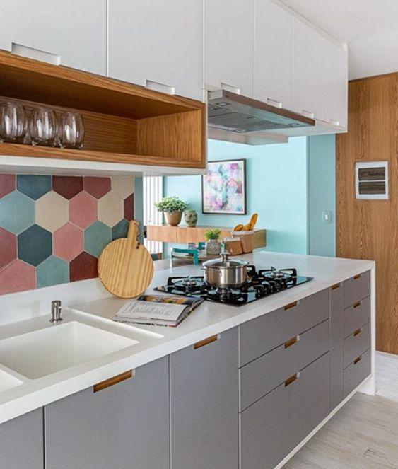 Cozinhas modernas com armários planejados.