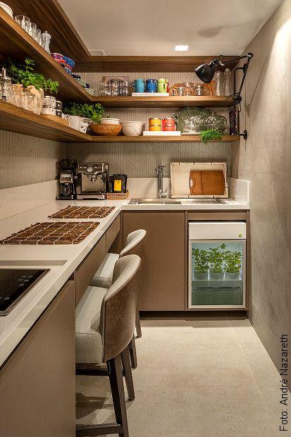 Armário sob medida em cozinha moderna