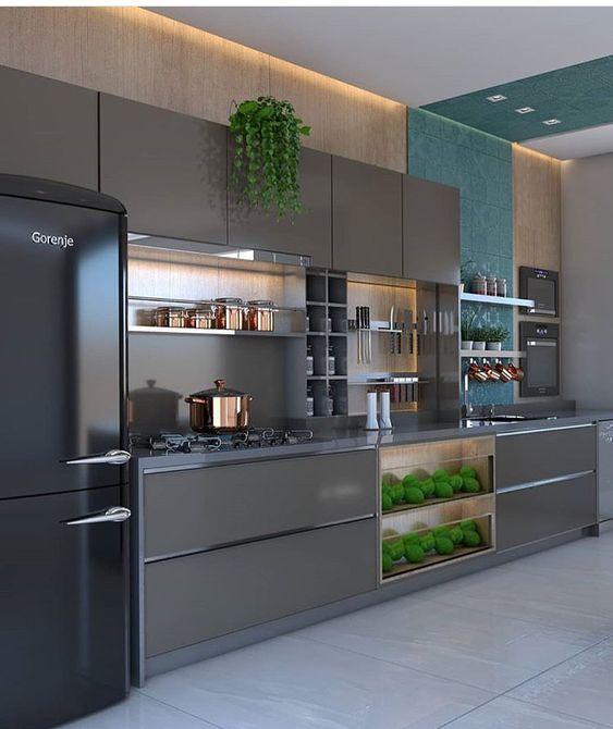 Cozinhas modernas trazem tons marcantes.