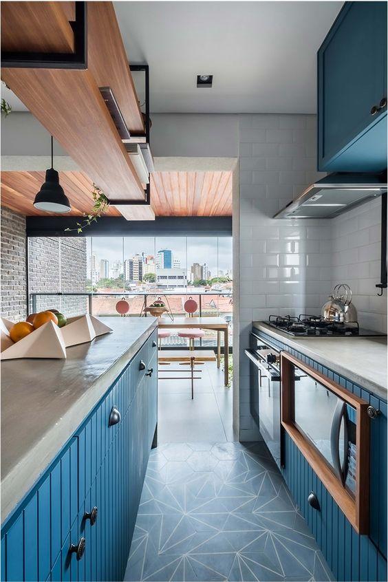 Cozinhas modernas trazem revestimentos de destaque.