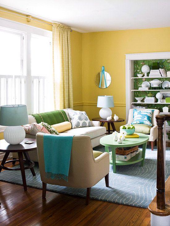 Sala de estar comum de tons pastéis