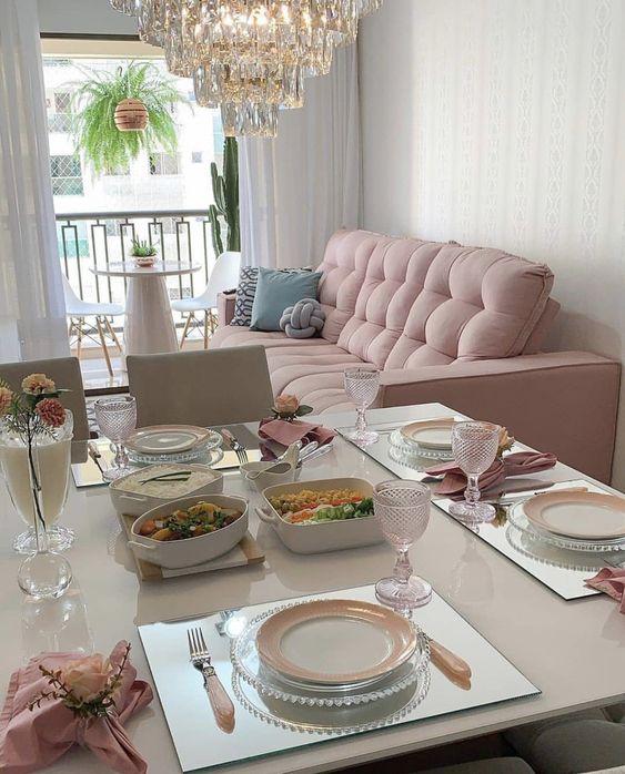 decoração de sala integrada em rosa