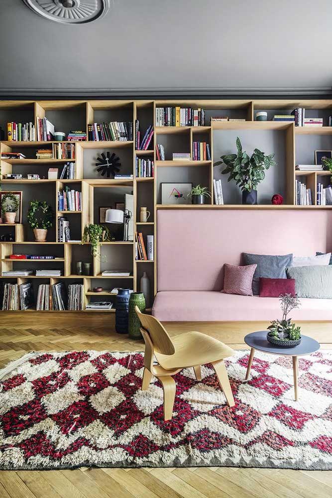 decoração de sala moderna com estante