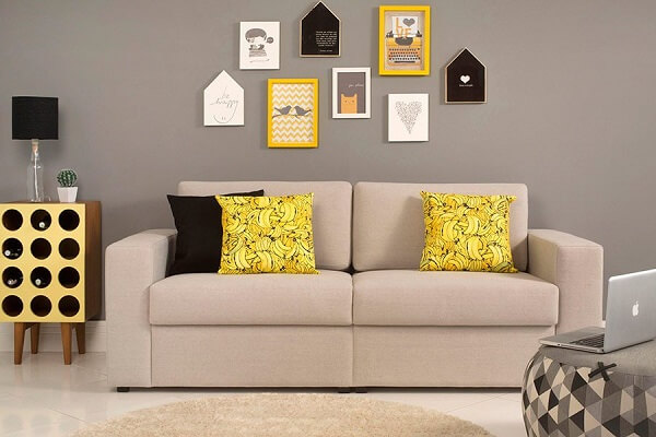 mix de quadros na parede