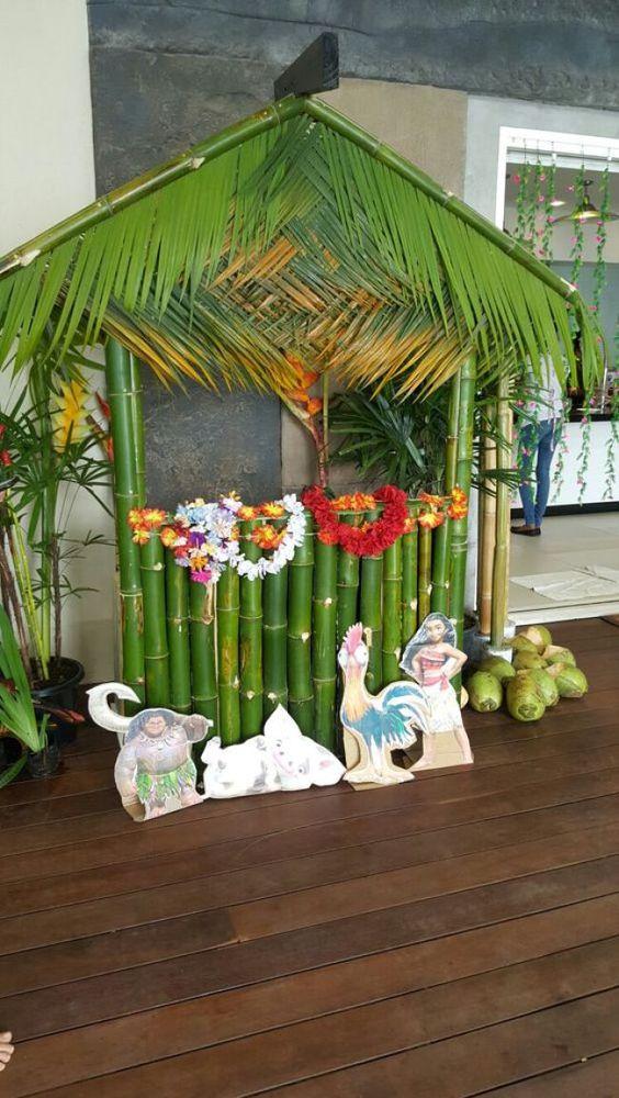 barraquinha de são joão com folhas e bambu
