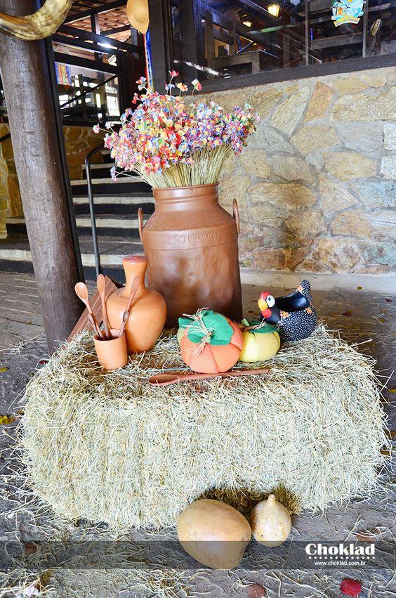 decoração de festa junina com itens de cozinha campeira
