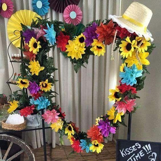coração de flores para decoração de festa junina