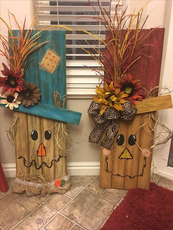 festa junina decorada com bonecos artesanais de madeira