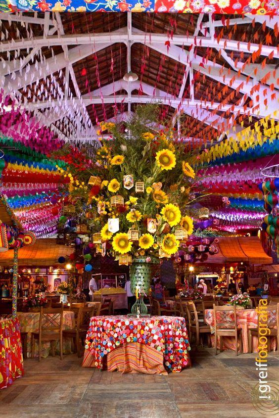 decoração de festa junina com arranjo central