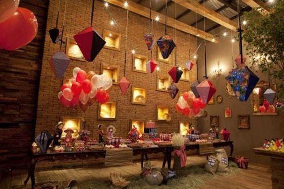 decoração de festa junina chique com balões de gás