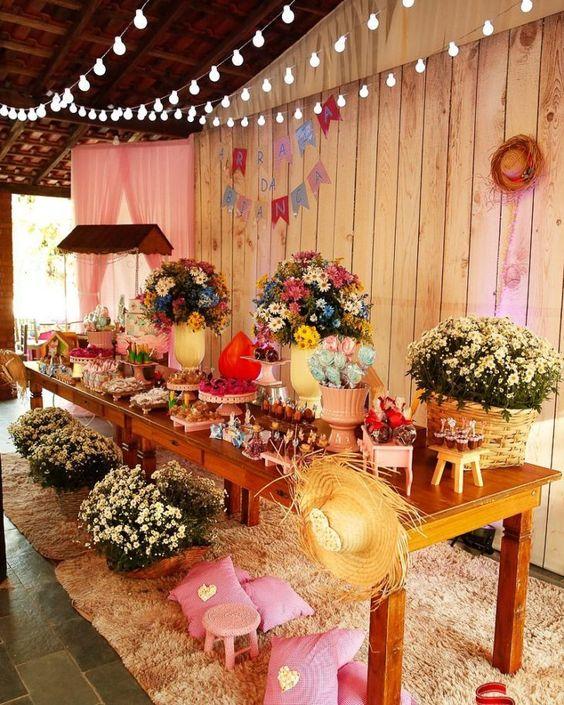 decoração de festa junina com arranjos de flores