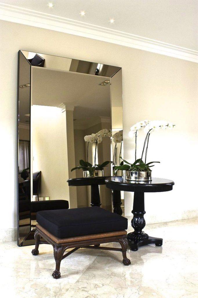 espelho bisotado grande piso em hall