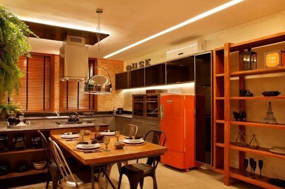 área gourmet com geladeiras coloridas