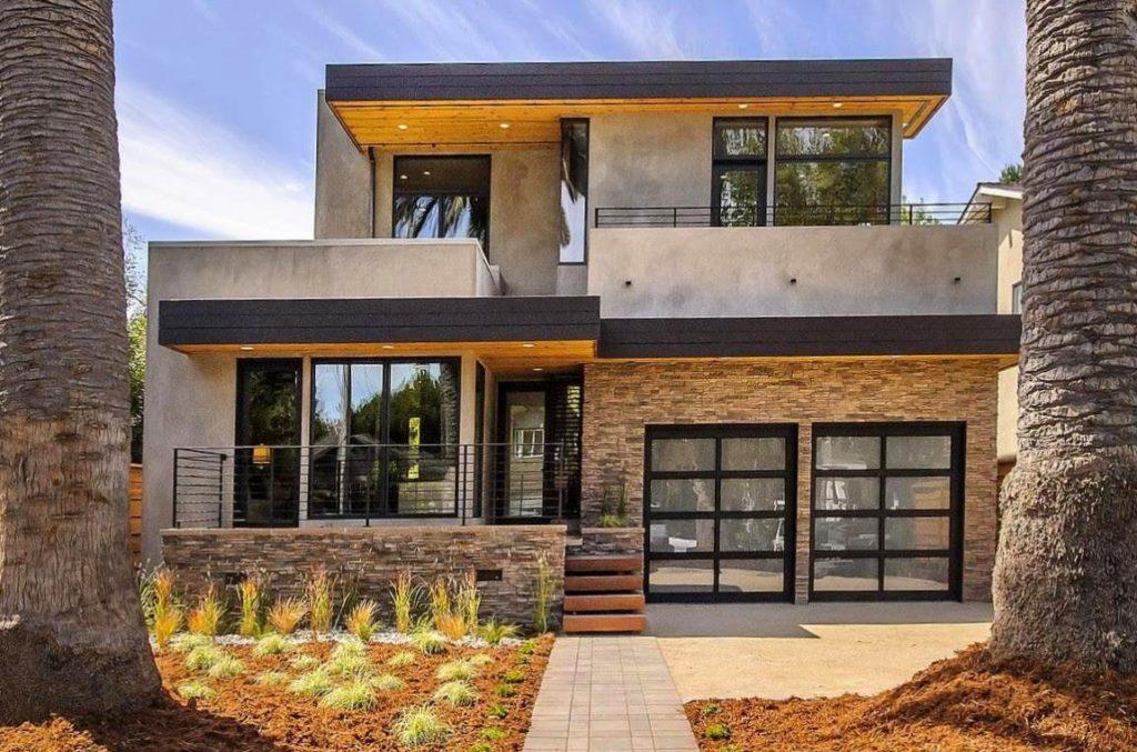 Casa de dois andares com fachada de concreto.