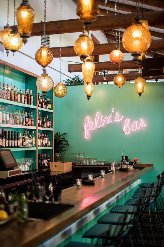 área gourmet com decoração neon