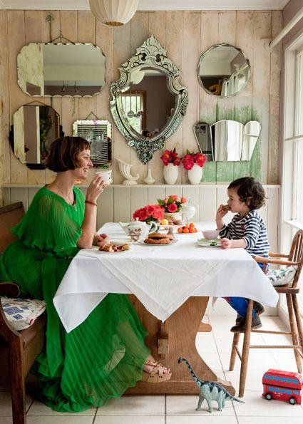 sala de jantar espelhada simples