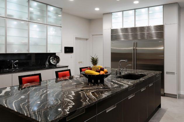 Ilha de cozinha com granito preto.