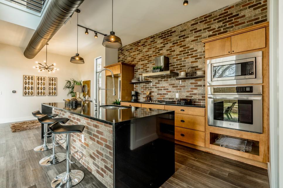 Cozinha com tijolos.