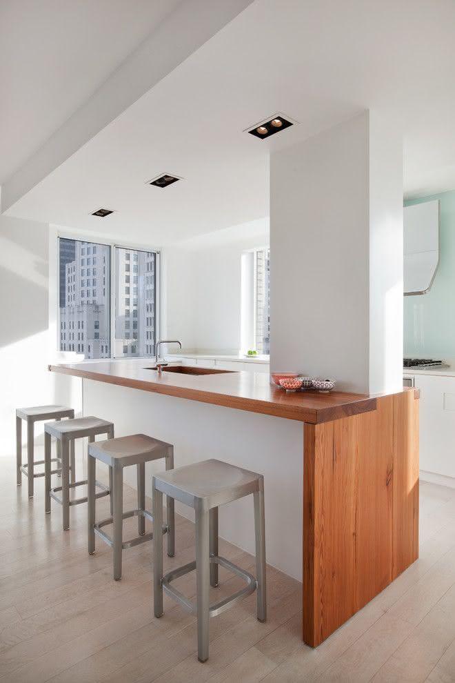 Cozinha com ilha minimalista.