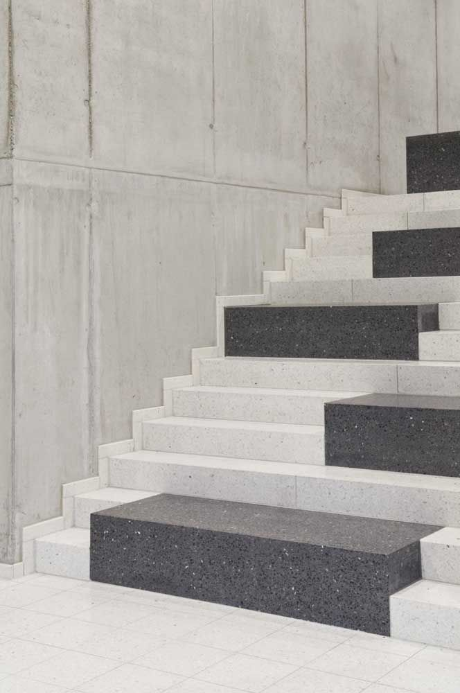 Escada com granito.
