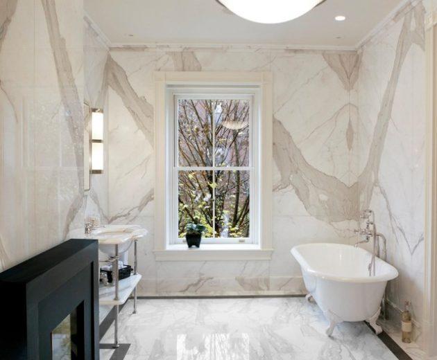 Banheiro todo revestido com granito.