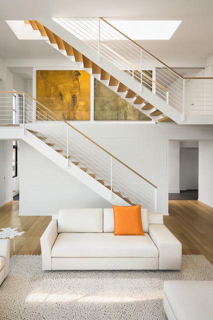 Escada de madeira divida em duas.