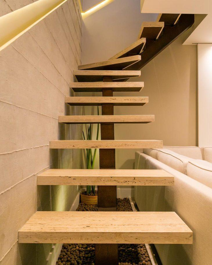Escada moderna com mármore.