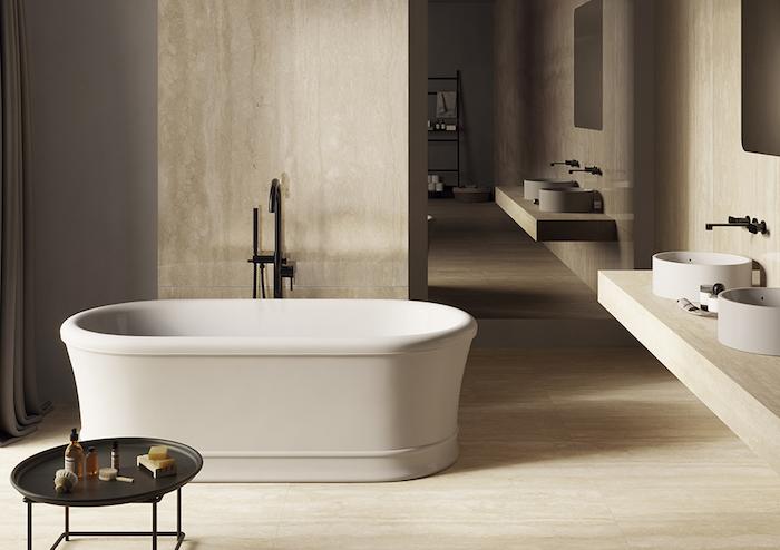Banheiro de mármore.