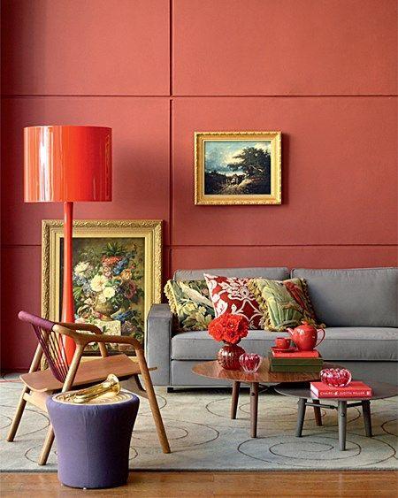 Cores para sala de estar: Vermelho queimado é uma boa pedida para o ambiente.