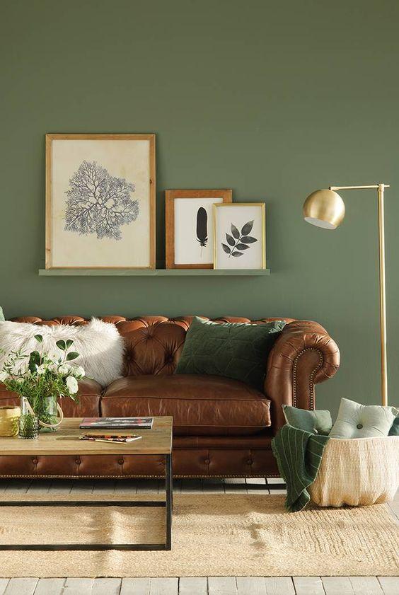 O verde foi usado na parede, prateleira canaleta e na almofada.