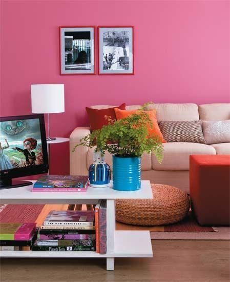 Cor-de-rosa é a escolha perfeita para sala de estar.